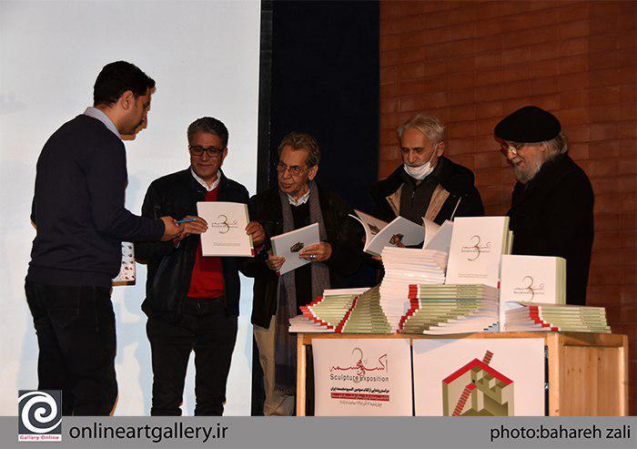 گزارش تصویری مراسم رونمایی کتاب سومین اکسپو مجسمه ایران را در خانه هنرمندان ایران